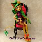 Jinafire Long Scaris City of Frights Doll