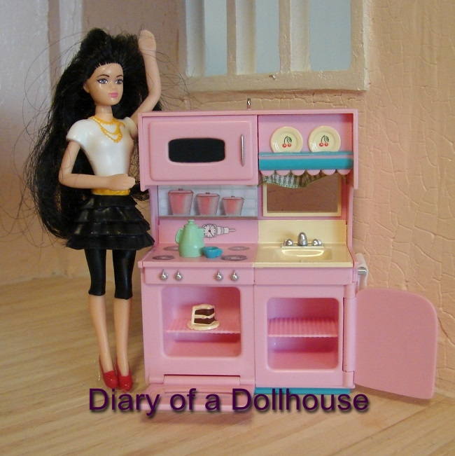 Hallmark Kitchen Mini Barbie